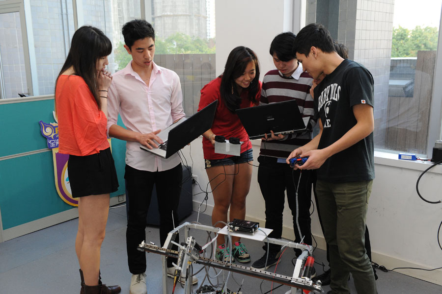 MIT students visit IVE Robocon Teams