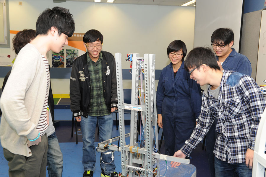 交流活動 - Preparing for the next robotics challenge Technical exchange between MIT & IVE (2013 年 3 月)