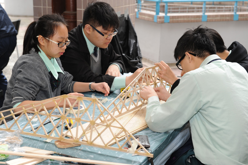 Young contestants show off engineering talents in the 12th Infrastructure Building Competition for Secondary Schools