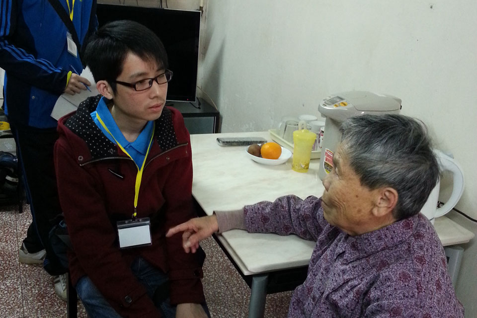 Volunteer service with CLP: IVE ENG students light up elderly homes