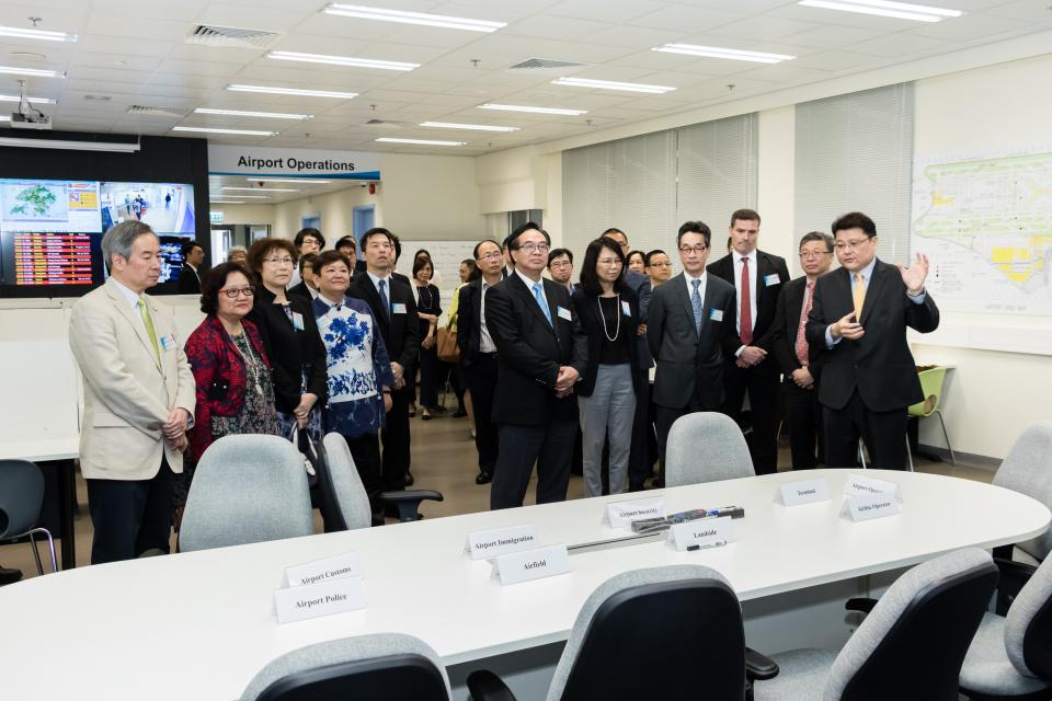 Past Highlights - VTC partners with Airport Authority Hong Kong and MTR Academy to train up local manpower in public transport engineering industries (Apr 2017)